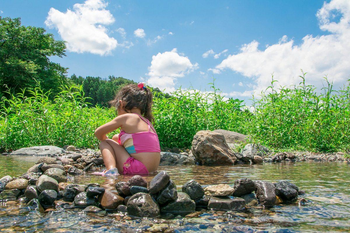 川遊びは熱中症に注意〜準備を万全にして予防しよう!対策グッズもご紹介