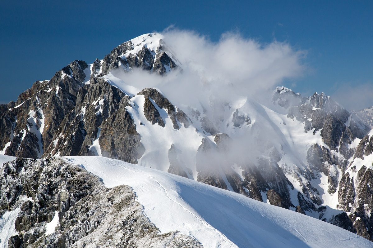 雪山登山デビュー!絶対にそろえるべき装備とあると安心な装備