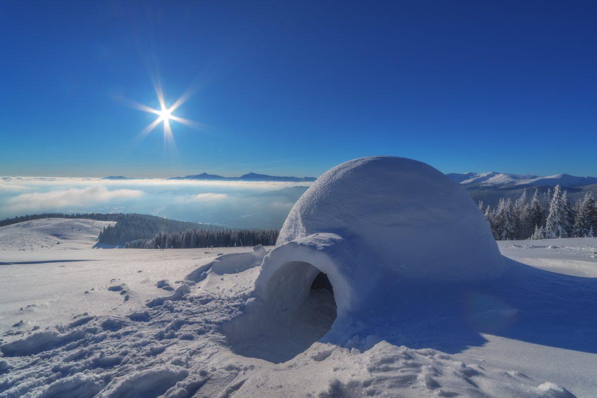 イヌイット伝統の雪の家『イグルー』を作って泊まってみよう!