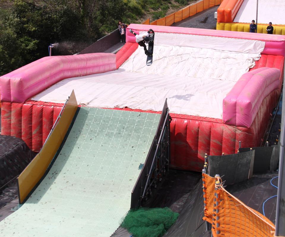 雪がなくても回転技!ボード&スキーのオフトレに♪飛んでみよう!ウォータジャンプ&バグジャンプ~東日本編