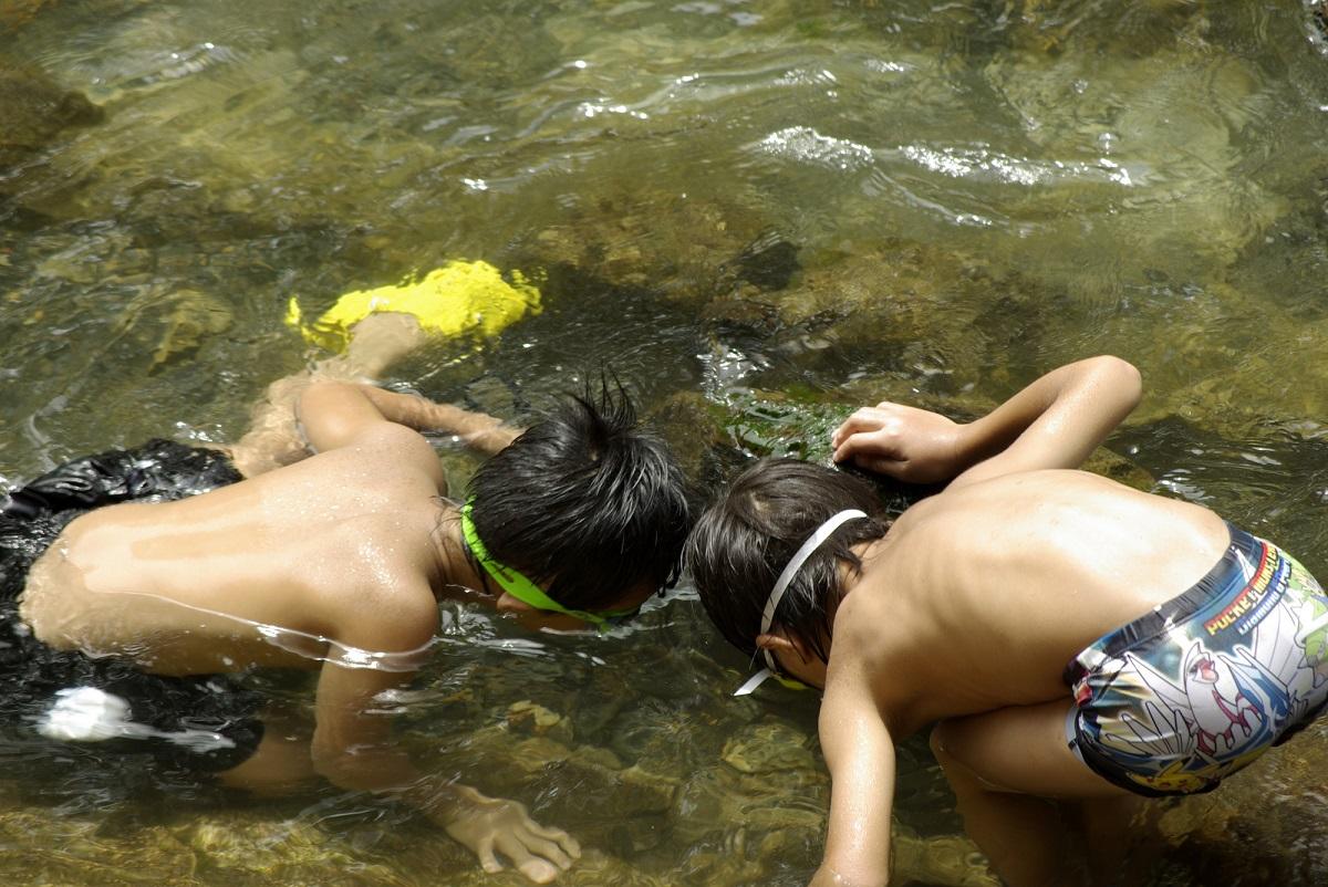 子どもが喜ぶ♪川遊びを100倍楽しむための基本の道具5選