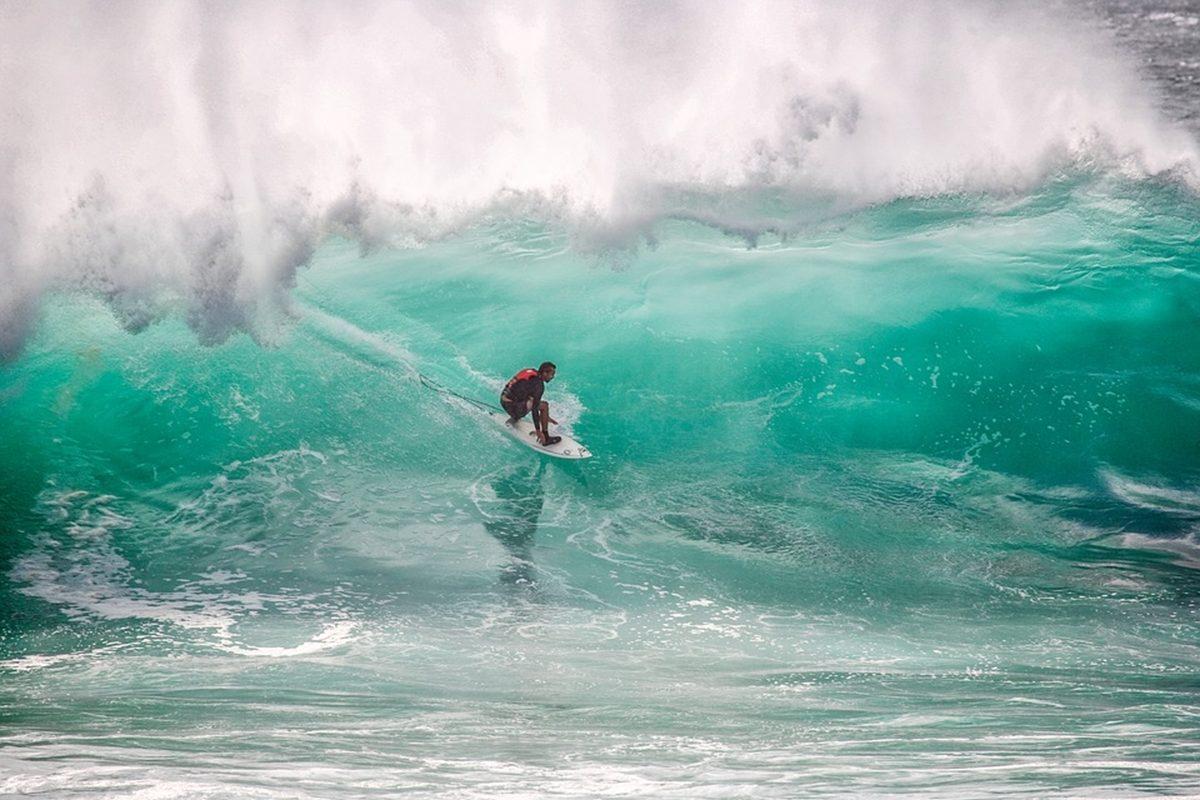 「プロサーファーになるための認定資格と海の安全を守る資格とは」