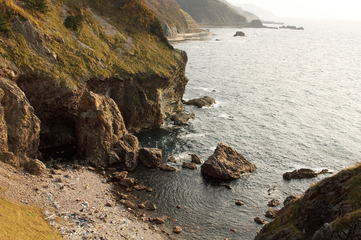 岸壁のゴミ 海のゴミ 環境問題