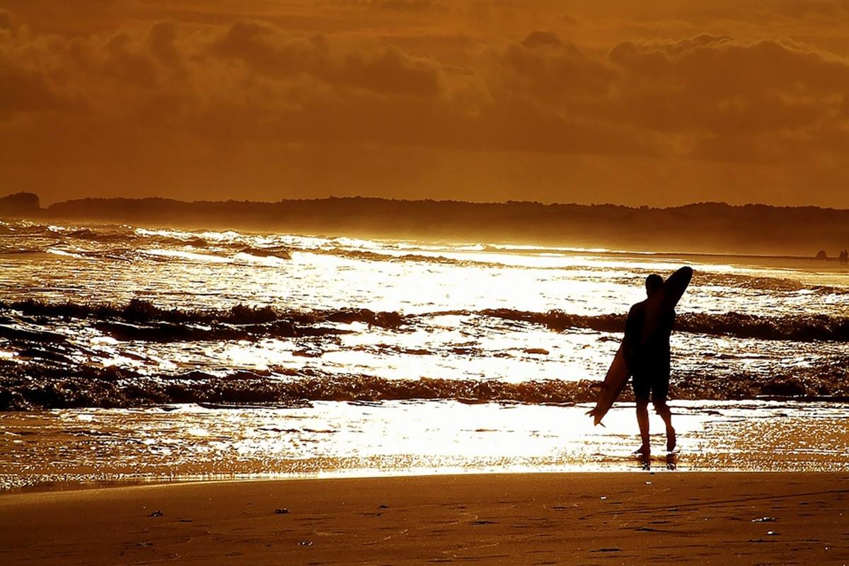 夕焼け サーフィン サーファー高齢化