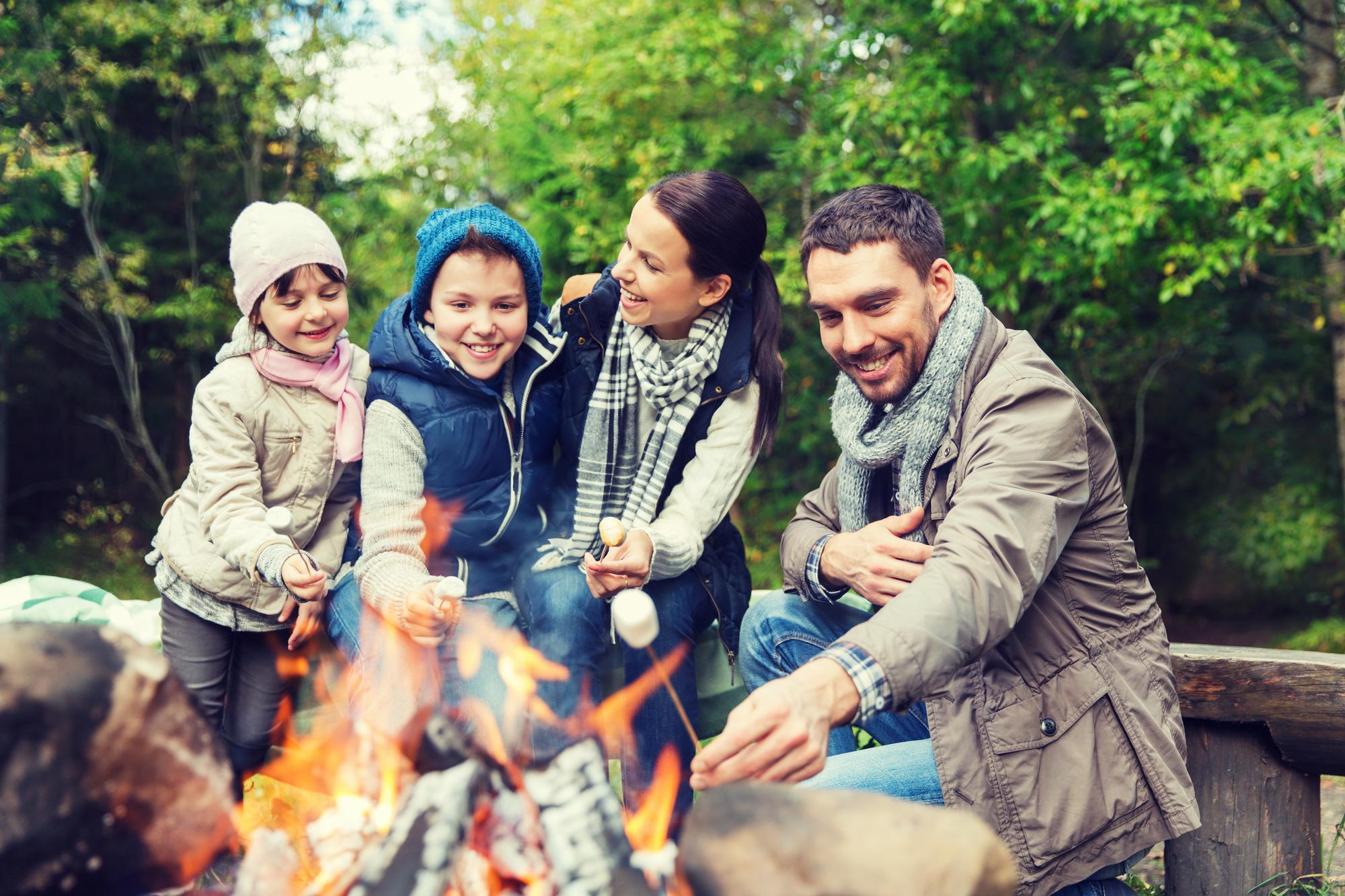 【ファミリーキャンプ】ママと子どもの寒さ対策!秋冬キャンプの服装の基本