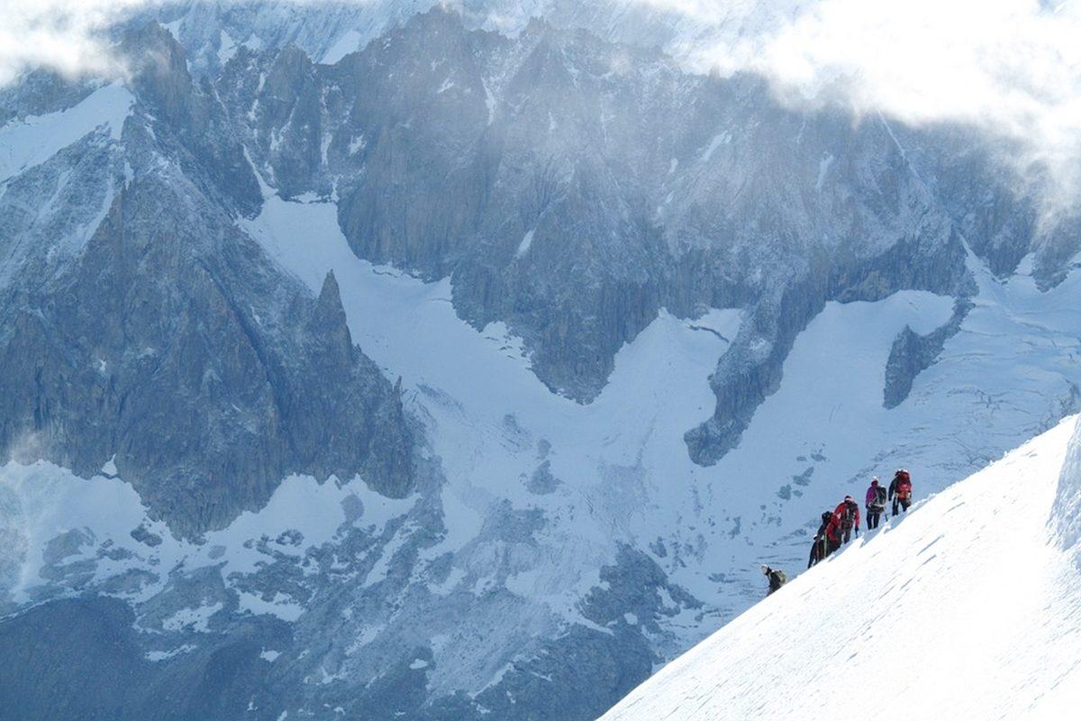 初心者へおすすめ!雪山への登山ならツアーに参加しよう!