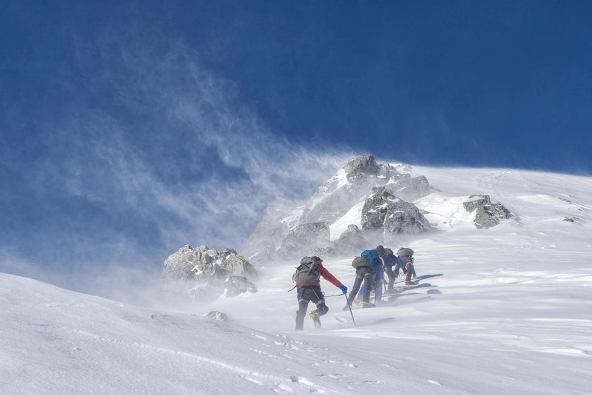 防寒 雪山登山ツアー