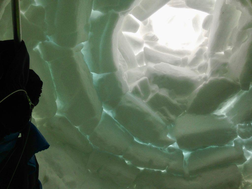 イヌイット伝統の雪の家イグルー