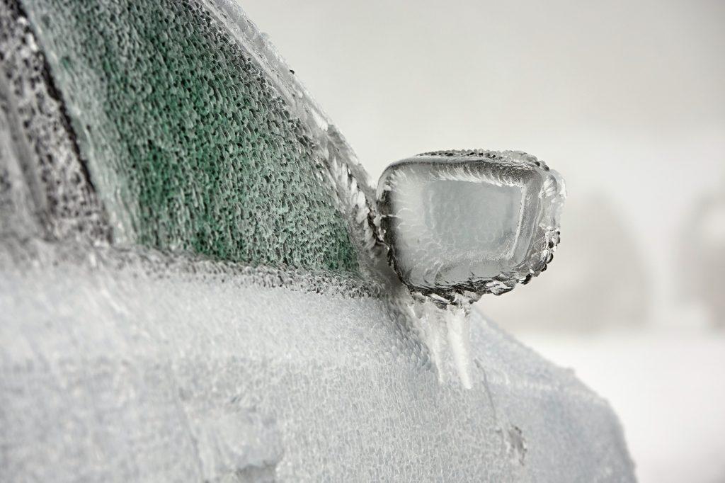 雪道ドライブの必携アイテム