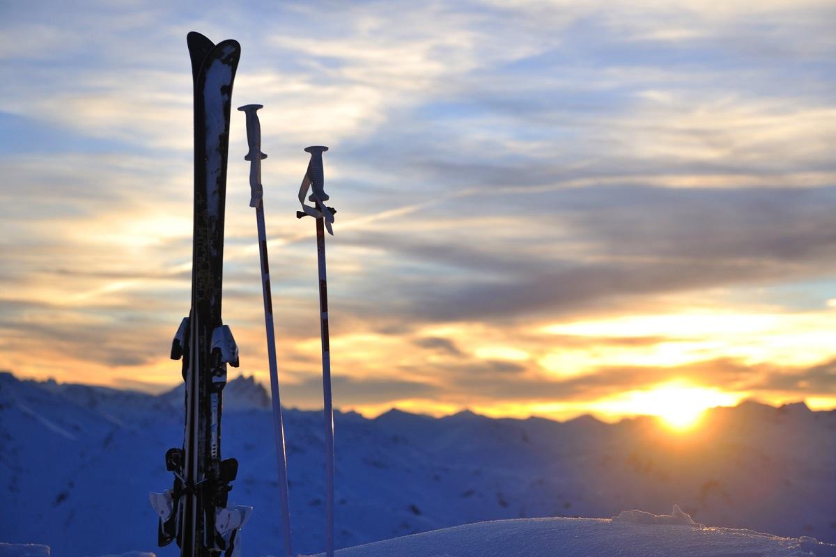 スキーのケガと筋肉痛を予防する!運動前後のストレッチとプロテクターのすすめ