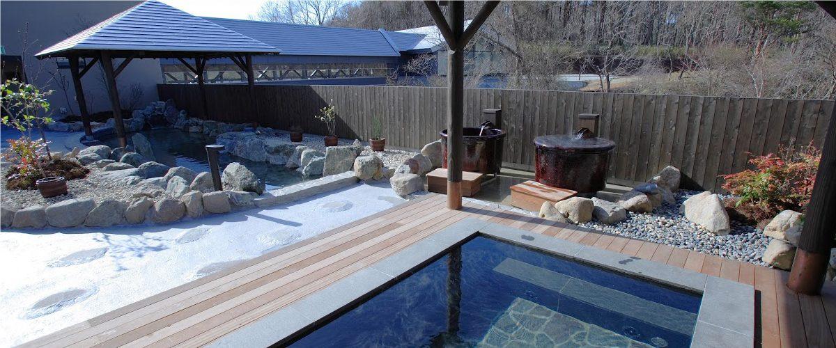 冬といえばやっぱり温泉!アウトドア派におすすめの温泉×グランピング施設