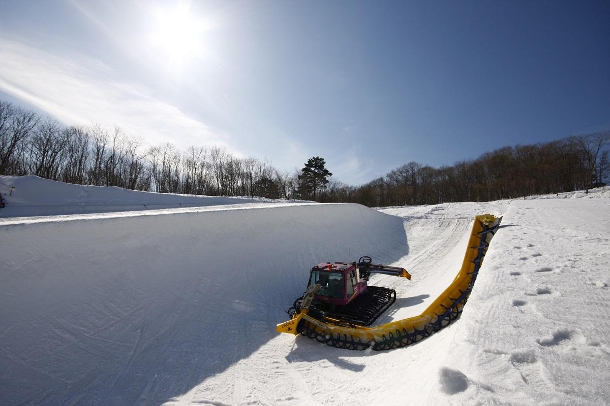 ゲレンデ整備は雪上車輌