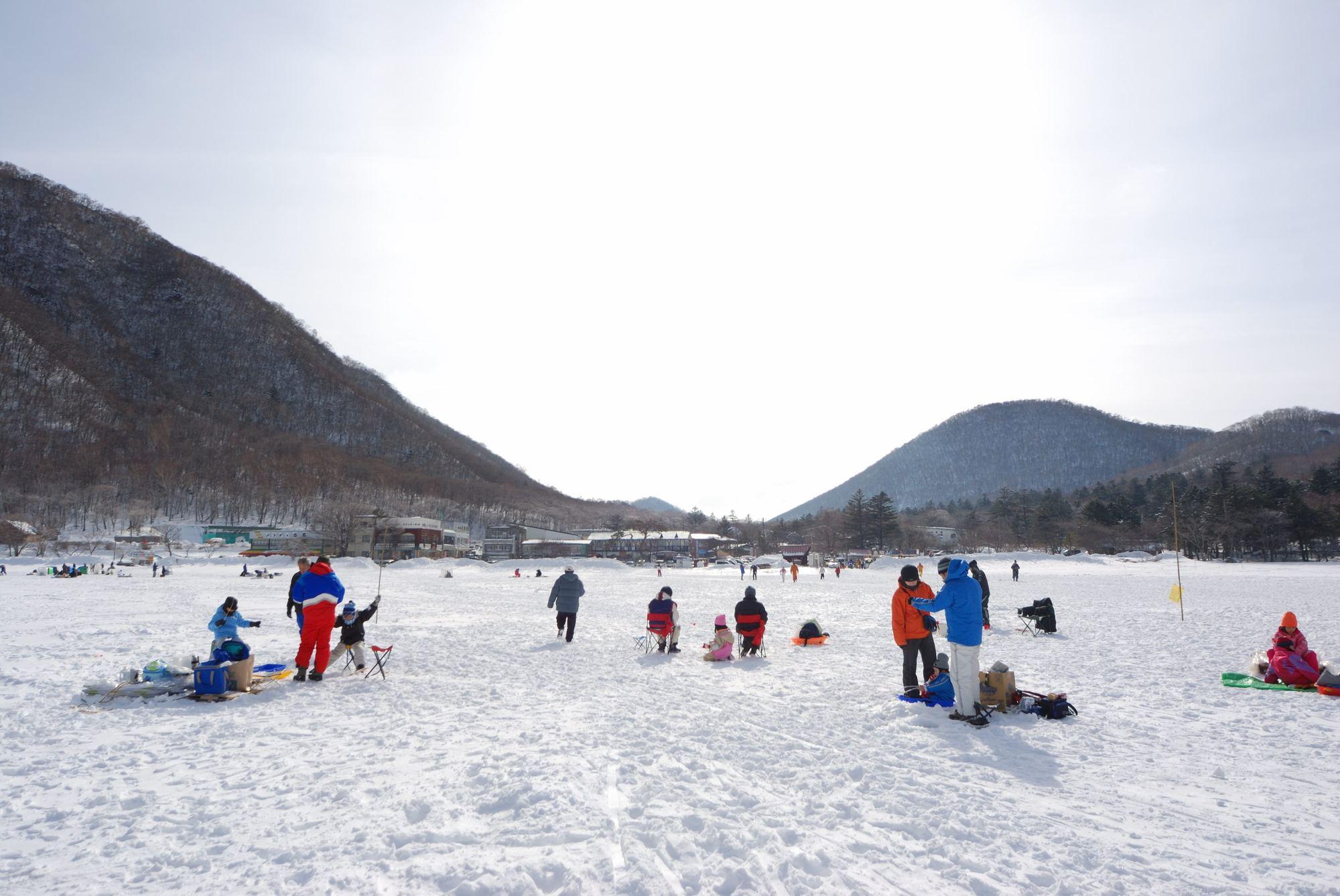 ワカサギ釣りスポット 氷上穴釣り