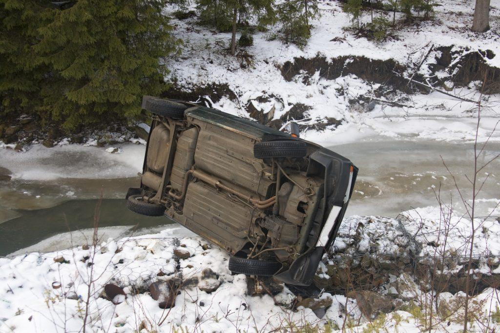 雪道走行の事故事例と対策