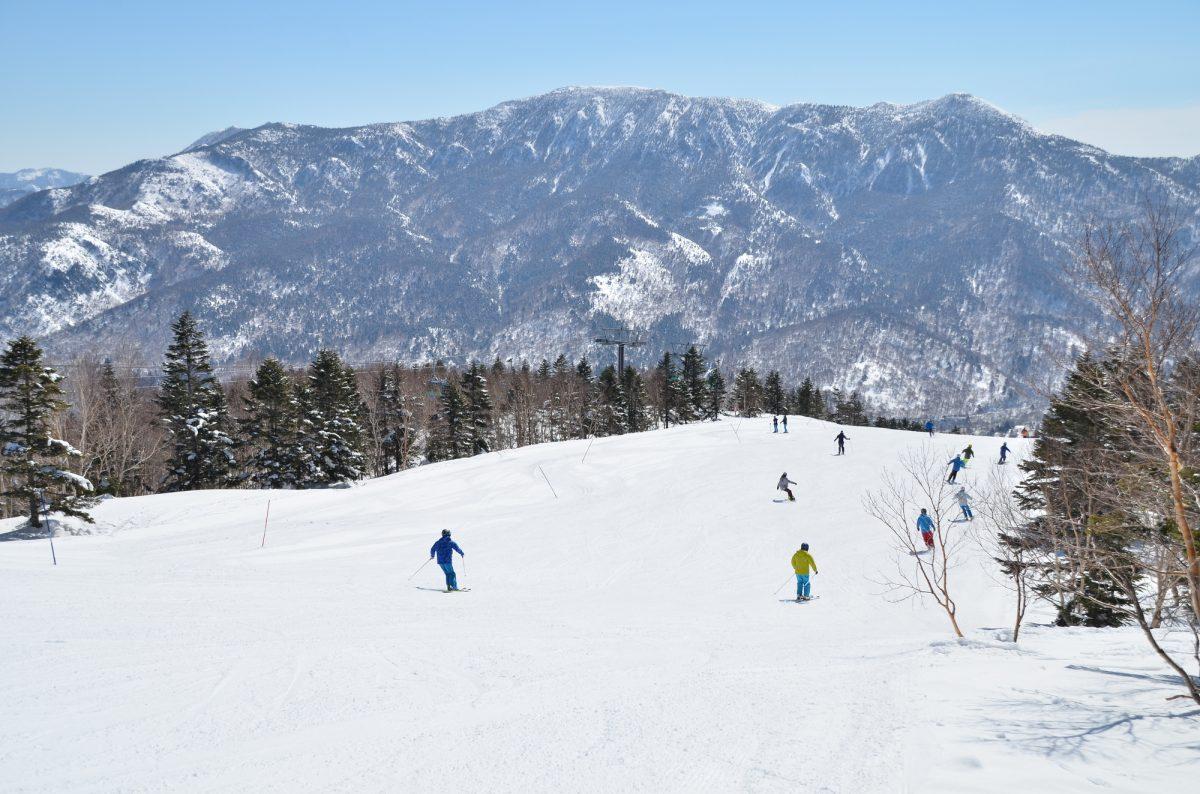 新品のスキーウェアに防水スプレーは必要?防水スプレーと撥水スプレーはどう違う?