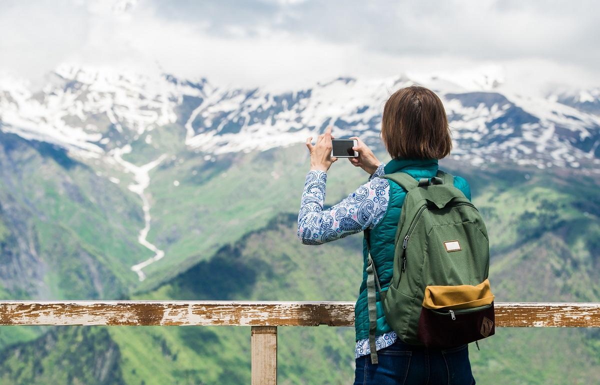 【山でもスマホが当たり前】山で一番つながる携帯電話会社は?入れておくと役立つアプリ&軽量バッテリーもご紹介