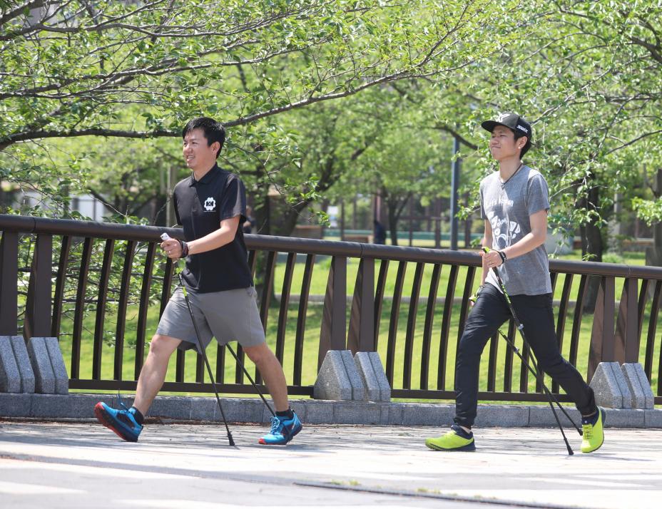 【アグレッシブな歩き方と道具編】普通のウォーキングより効果あり!ノルディックウォーキングってなんだ?
