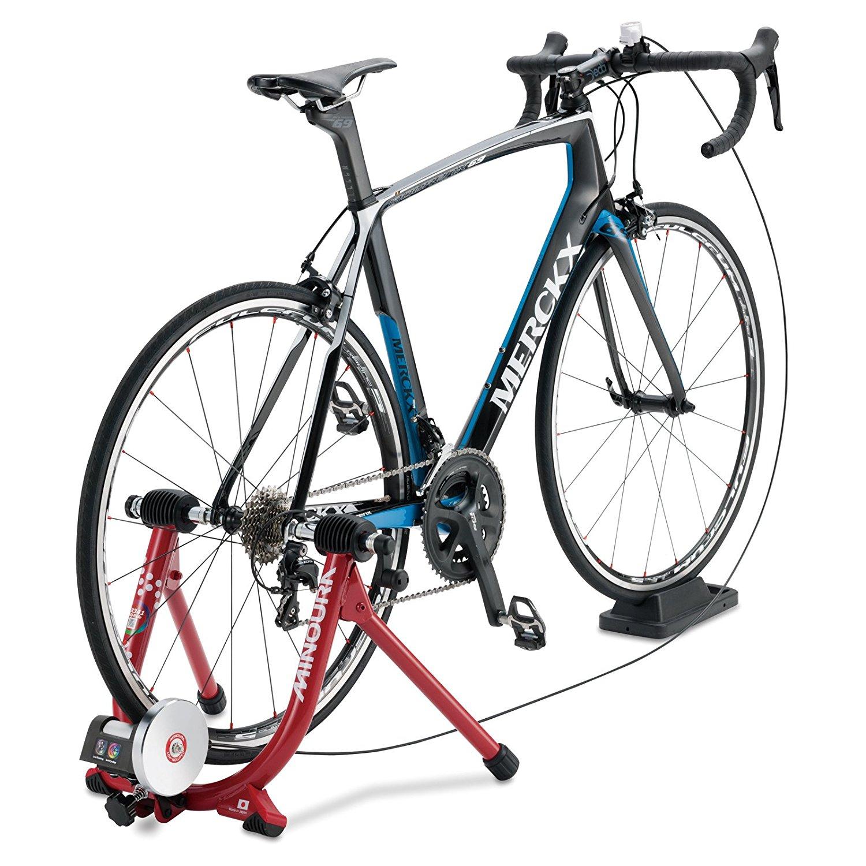 室内にいながらサイクリングができる「サイクルトレーナー」を使っていつでもトレーニング!