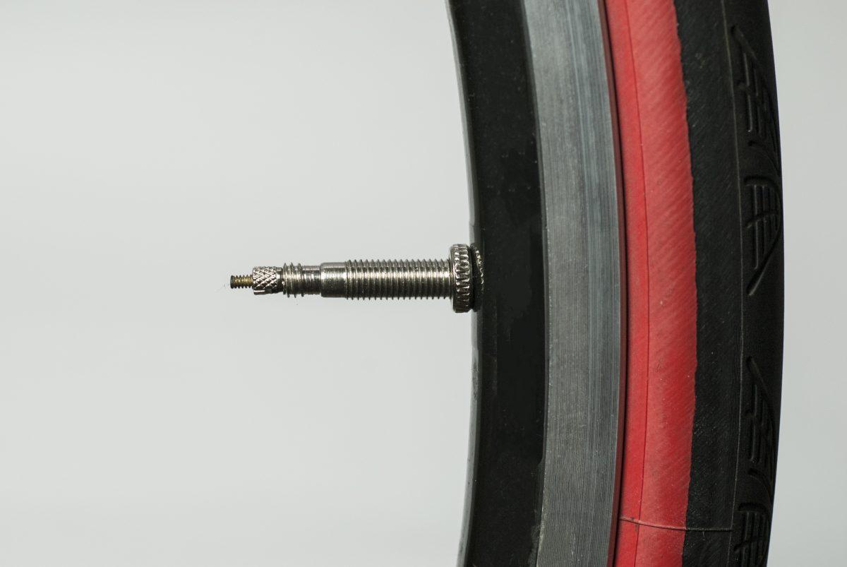 タイヤを履き替えて快適に走ろう!おすすめのロードバイク用タイヤの種類と特徴について