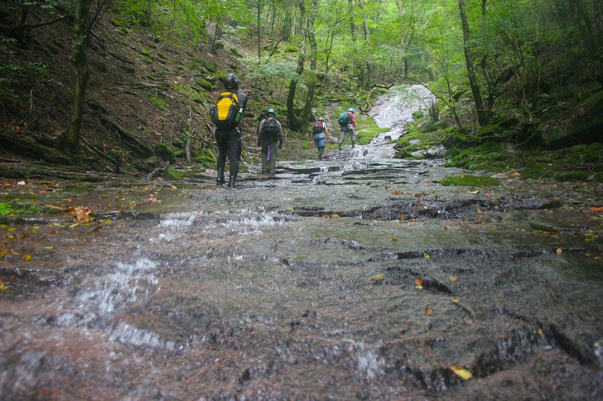 安全で自立した登山家を育成する「マウントファーム登山学校」について