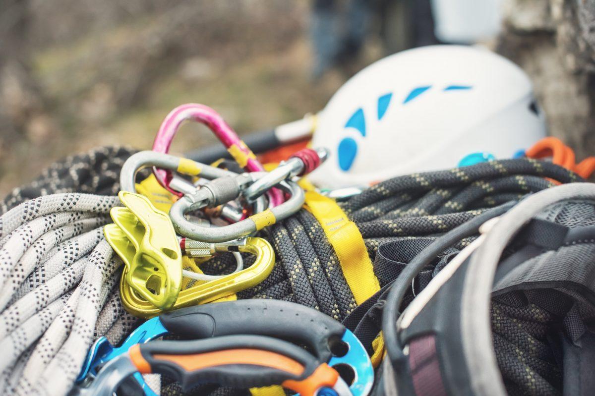 クライミングの道具を長持ちさせるコツとは?シューズ・ハーネス・ロープの手入れ方法