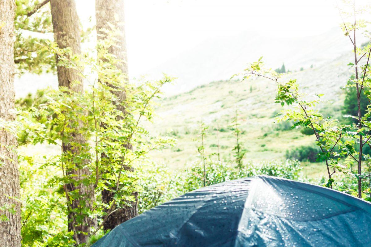 【初心者向け】キャンプでテントが濡れるのはなぜ??夜露と結露の原因&対策