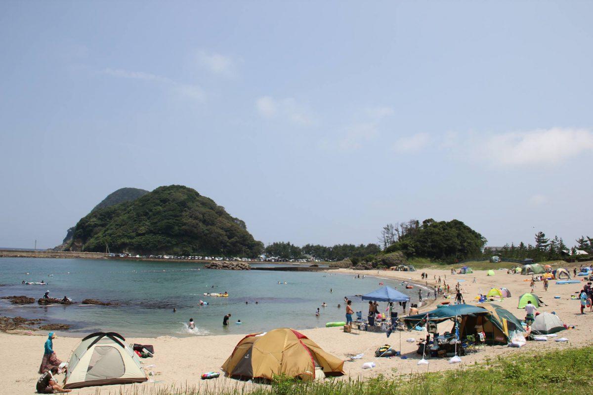 夏休みに最高の思い出を!海水浴や磯遊びができる海辺のキャンプ場〜関西編