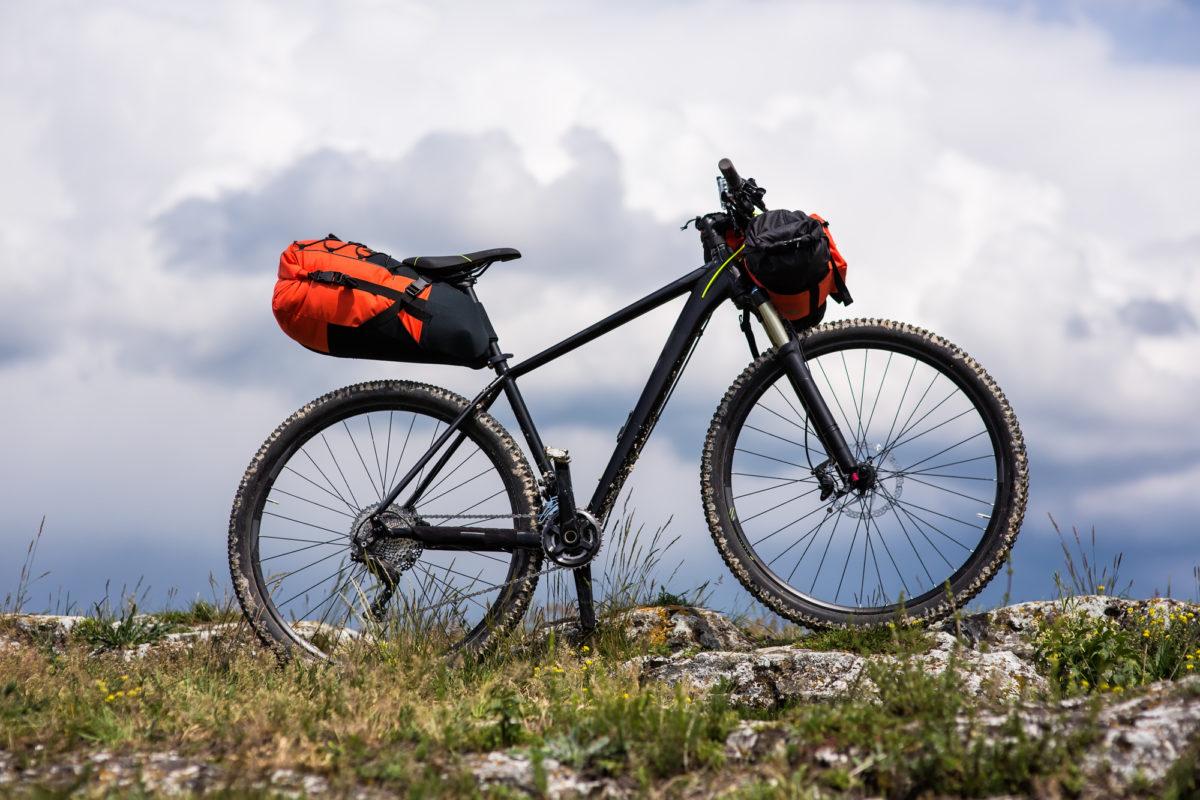 キャンプツーリングの荷物は大容量のサドルバッグを!選び方やおすすめを紹介