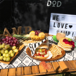 キャンプには天然素材を!ぬくもりのある木製食器を使ったテーブルコーディネート&おすすめアイテム