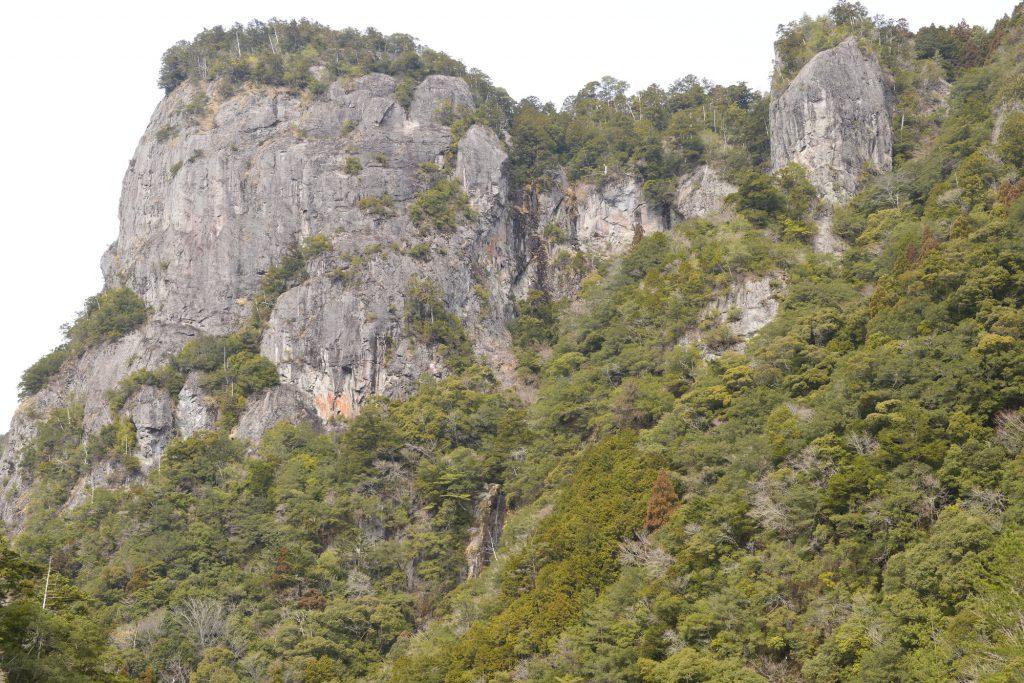クライミングエリアと岩場の開拓