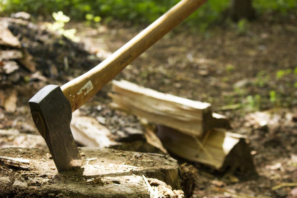 焚き火で薪の種類によって違う燃え方