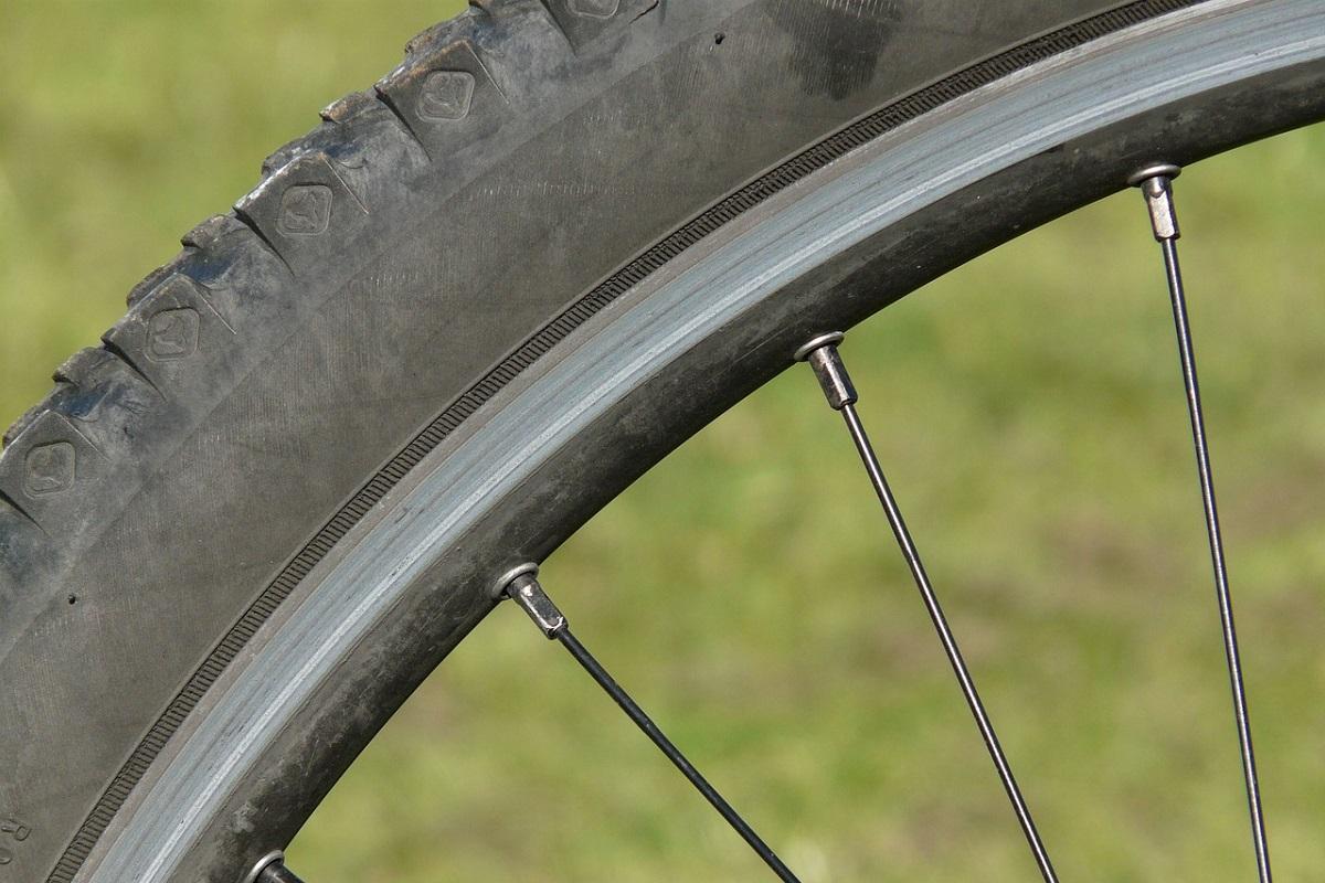 ブロックタイヤファットバイクの適正空気圧