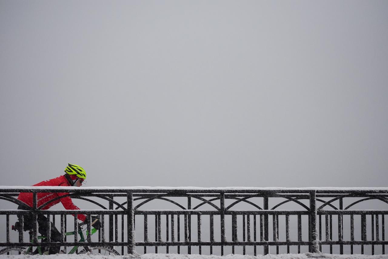 マウンテンバイクで雪上サイクリング