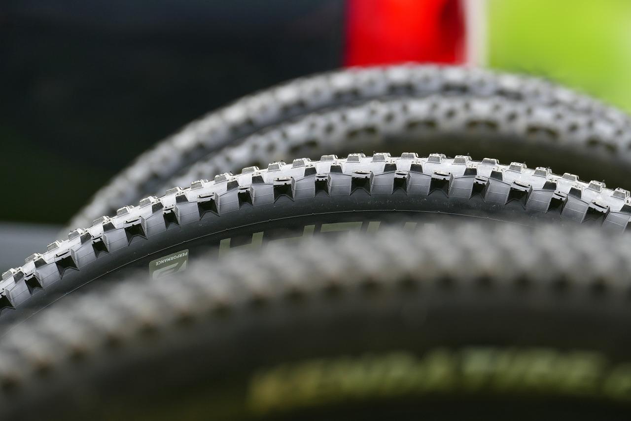 MTBタイヤ比較ファットバイクの適正空気圧