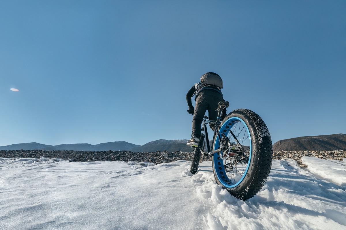 雪道をファットバイクで走る