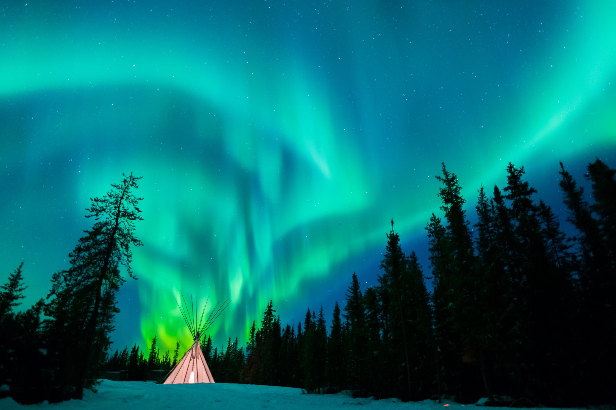 フィンランドのスノーモービル・ガイド付きツアー