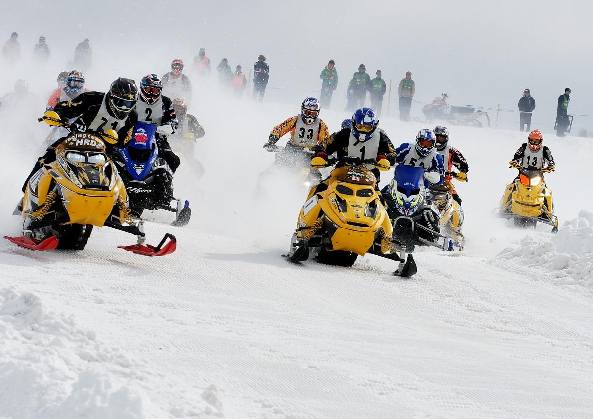 雪上のモトクロス「スノークロス」