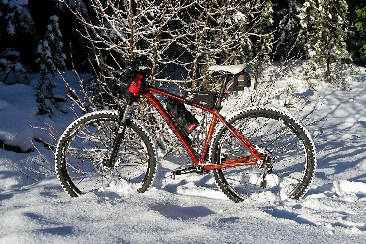 マウンテンバイクで冬道へ!スパイク装備のマウンテンバイクが走れる道と走れない道