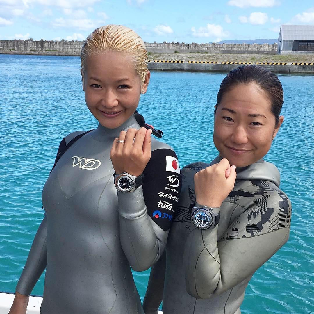 木下紗佑里選手と廣瀬花子選手フリーダイビング世界記録