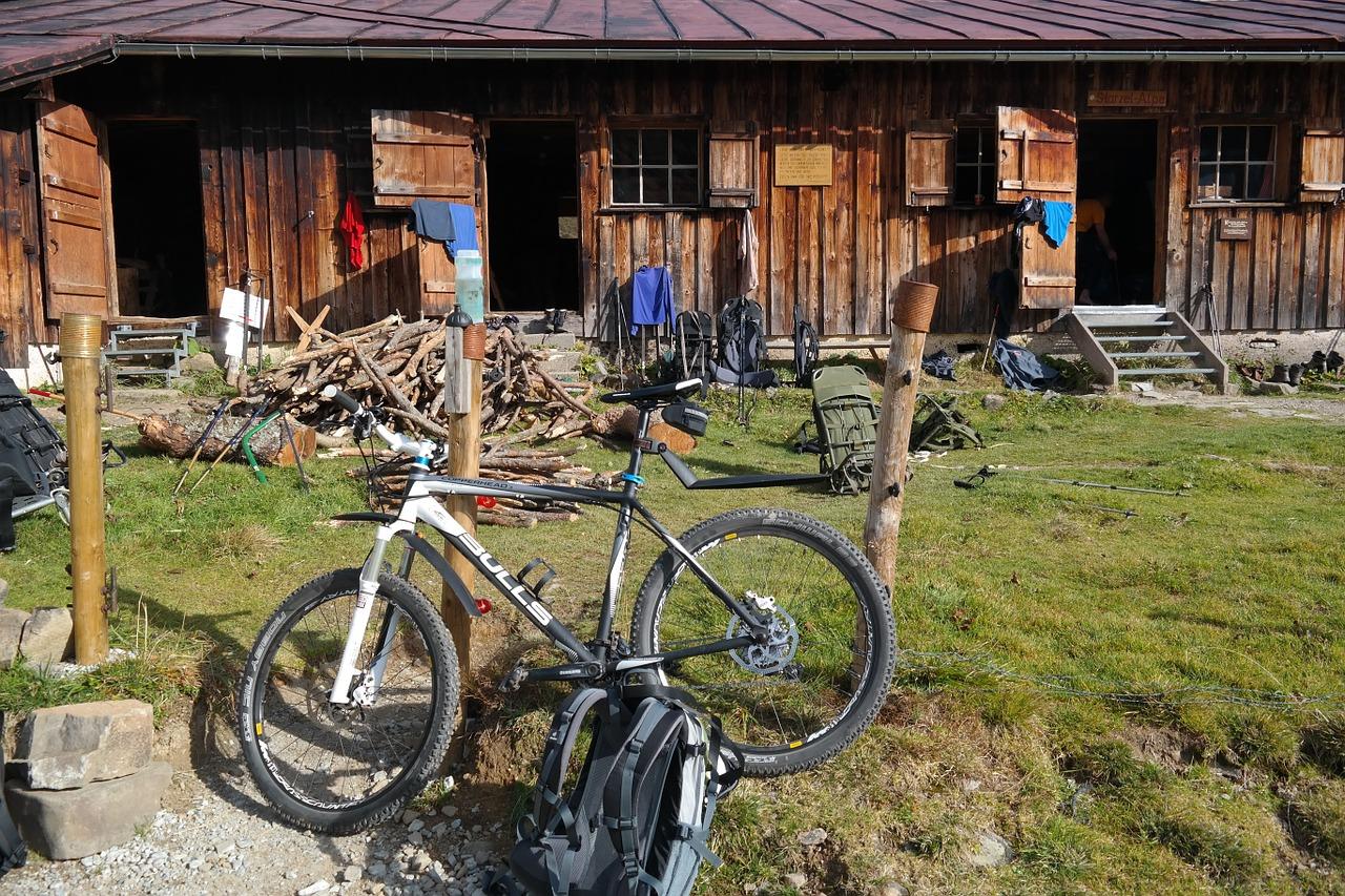 MTBハードテイル山小屋休憩MTBトレイルサイクリング