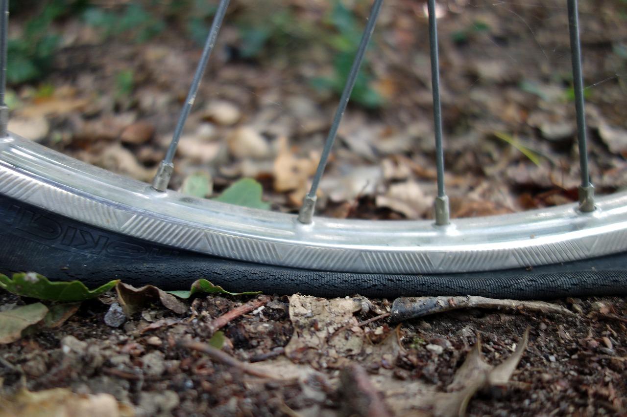 自転車パンク自転車の空気入れの重要性と方法