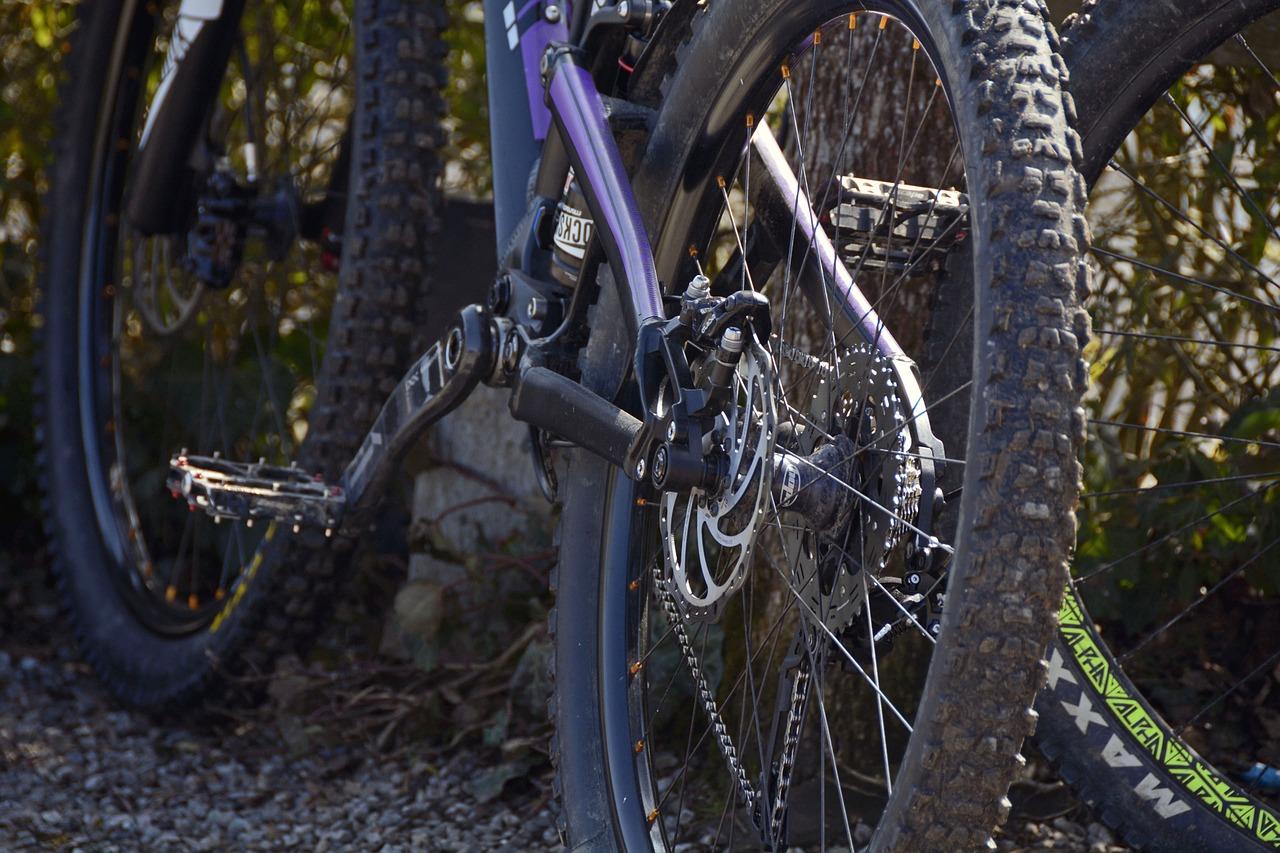 MTBブロックタイヤ自転車の空気入れの重要性と方法