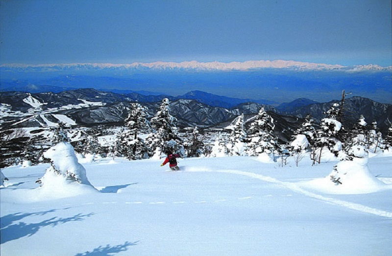 春スキーのシーズン到来バックカントリー
