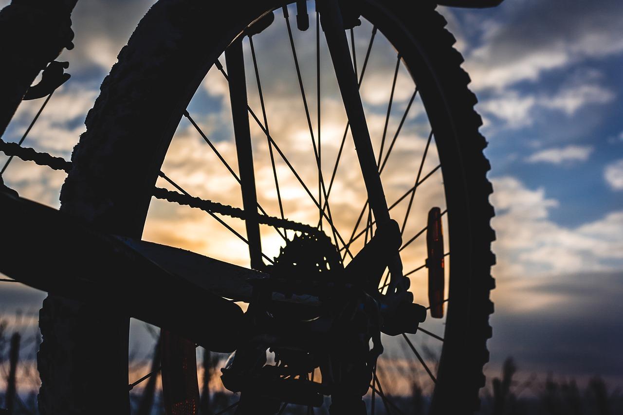 自転車ブロックタイヤ自転車のタイヤ交換