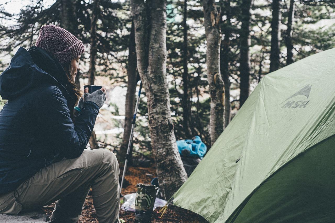 ソロキャンプ女子 ツーリング用のキャンプテント