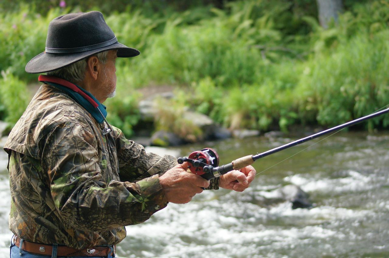 渓流釣りルアーベイト 雨の日の渓流釣り
