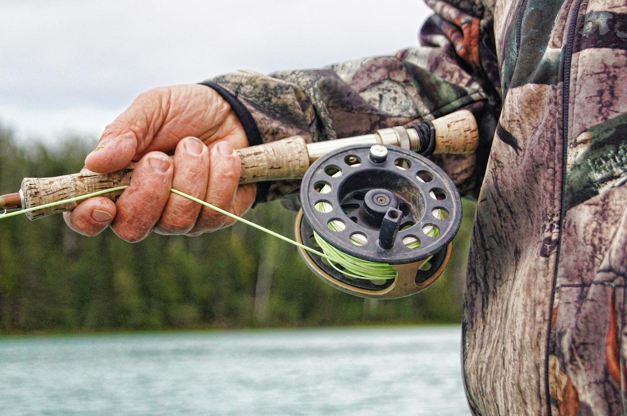 釣りフライフィッシングリール 雨の渓流釣り