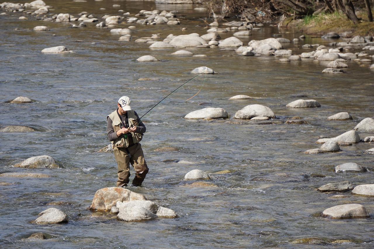 渓流釣り浅瀬ウェーダー 天気 渓流釣り