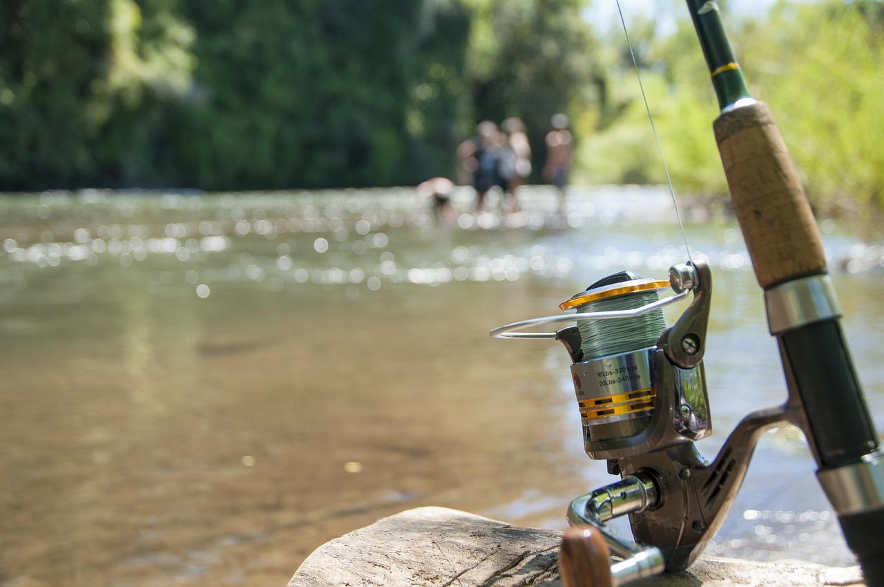 渓流釣りの道具 渓流釣り竿スピニング