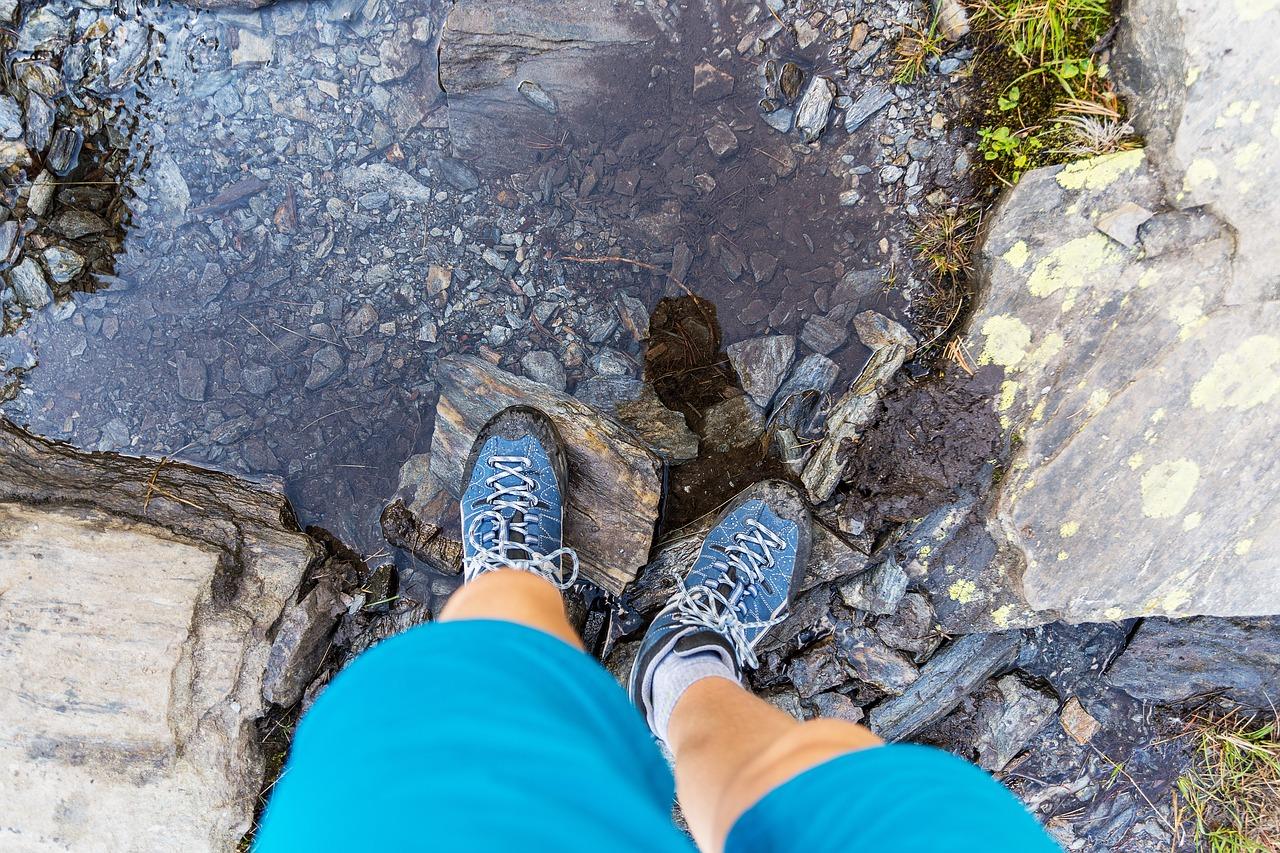 川渓流シューズ 雨の渓流釣りに必要な装備